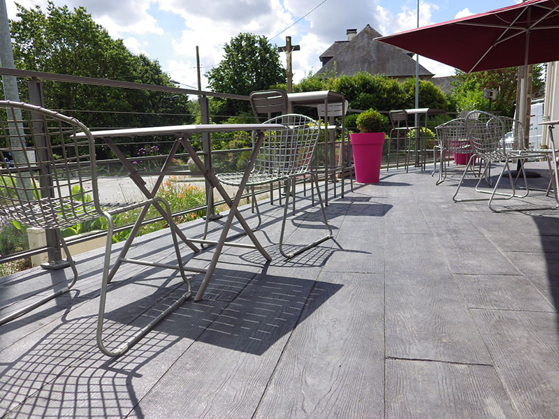 Terrasse dalle beton imitation bois for Dallage exterieur